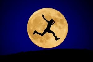 満月とジャンプ
